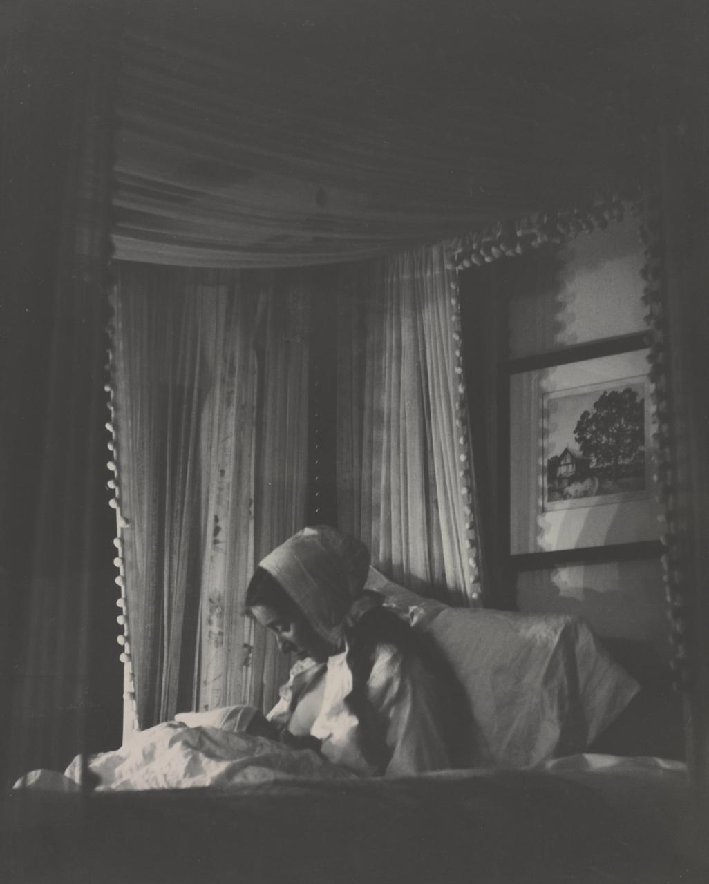 Tasha Tudor 1940 child nursing
