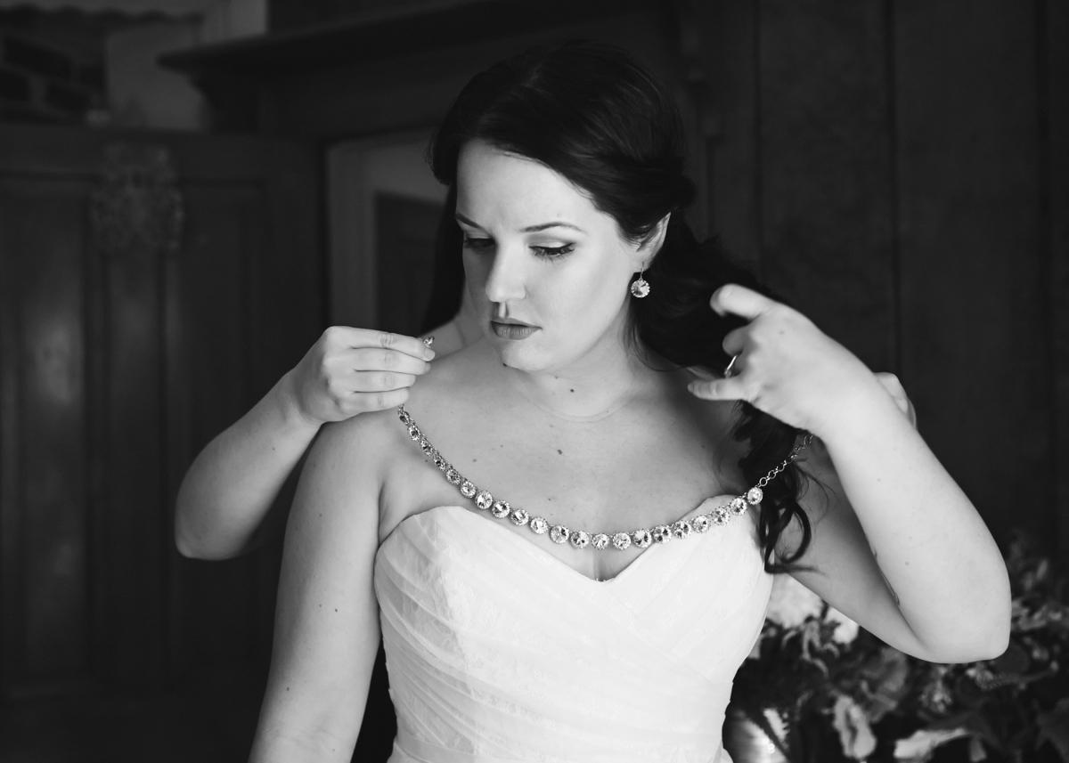 J+H_Wedding_BridePrep_618