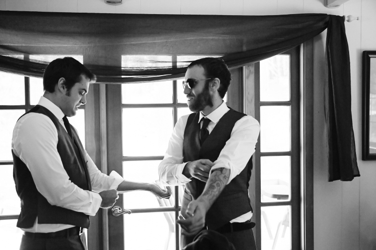 J+H_Wedding_GroomPrep_0045