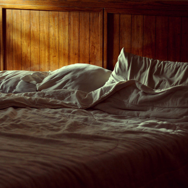 Morning Light on Bed - Valeria Heine