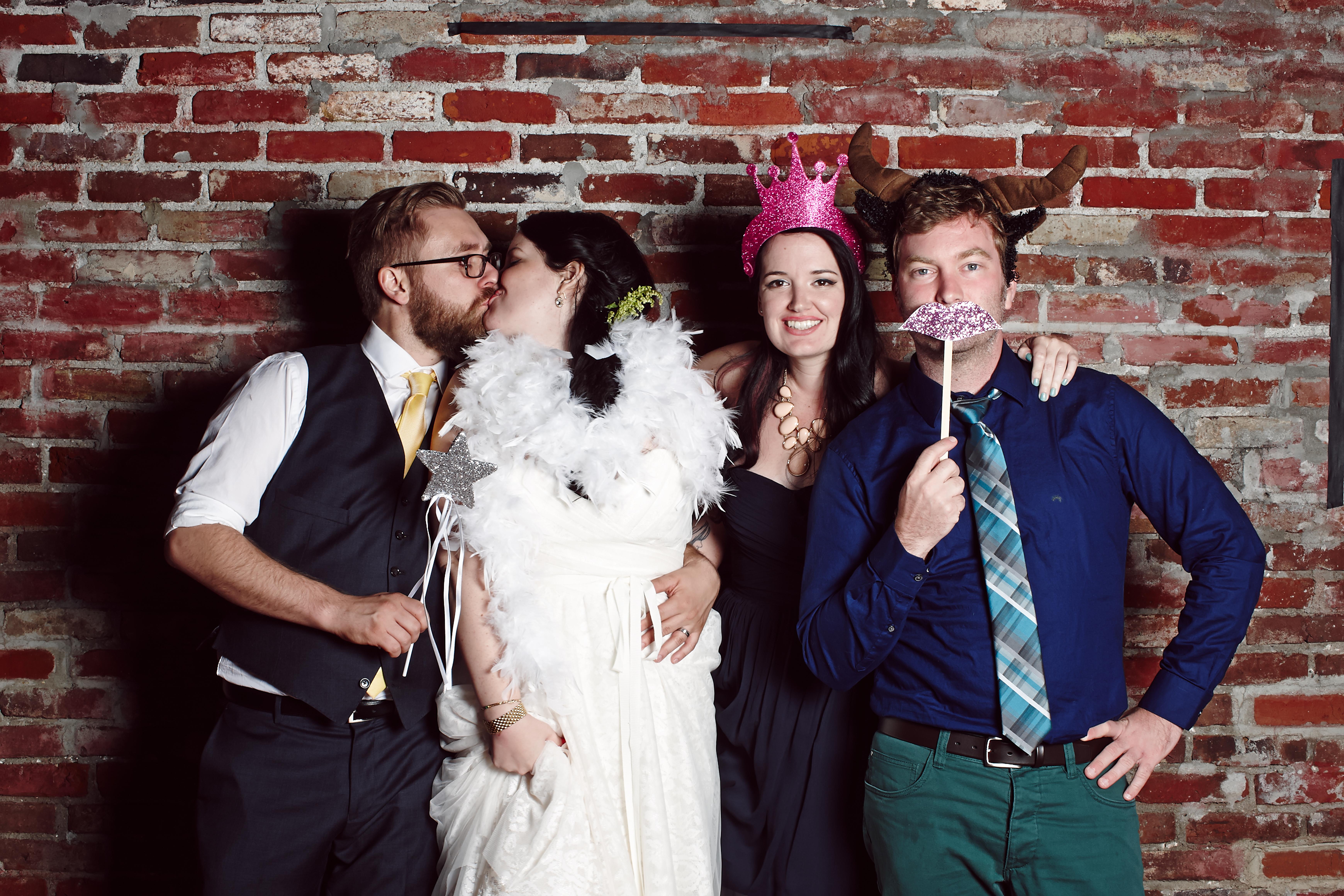 J+H_Wedding_PhotoBooth_0555