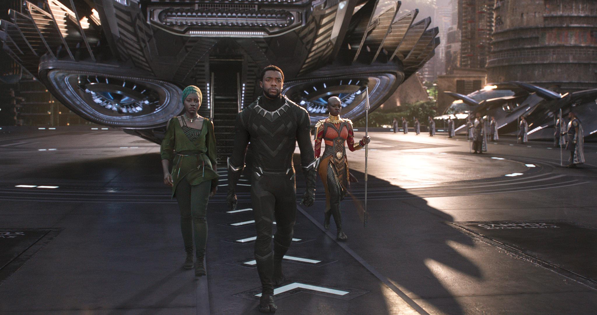 Marvel Studios' BLACK PANTHER L to R: Nakia (Lupita Nyong'o), T'Challa/Black Panther (Chadwick Boseman) and Okoye (Danai Gurira) Ph: Film Frame ©Marvel Studios 2018